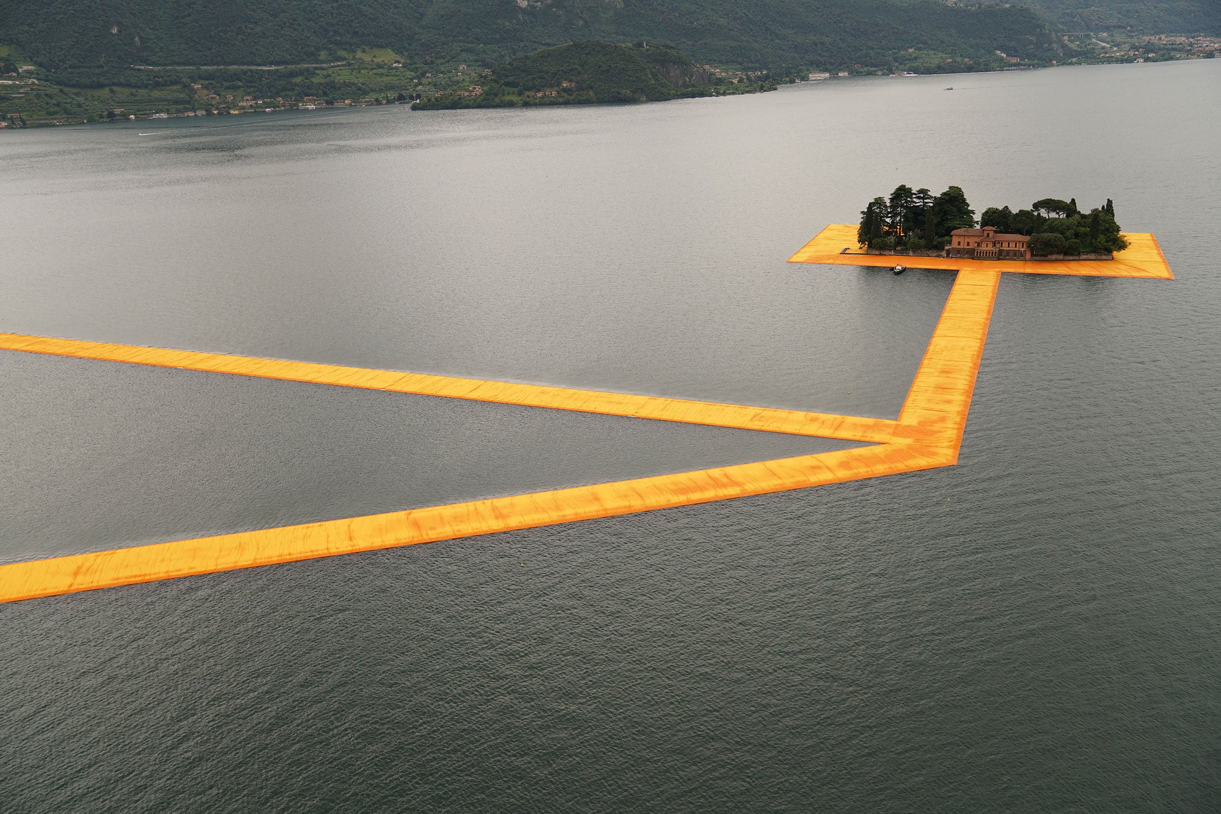 the-floating-piers-christo-gessato-20