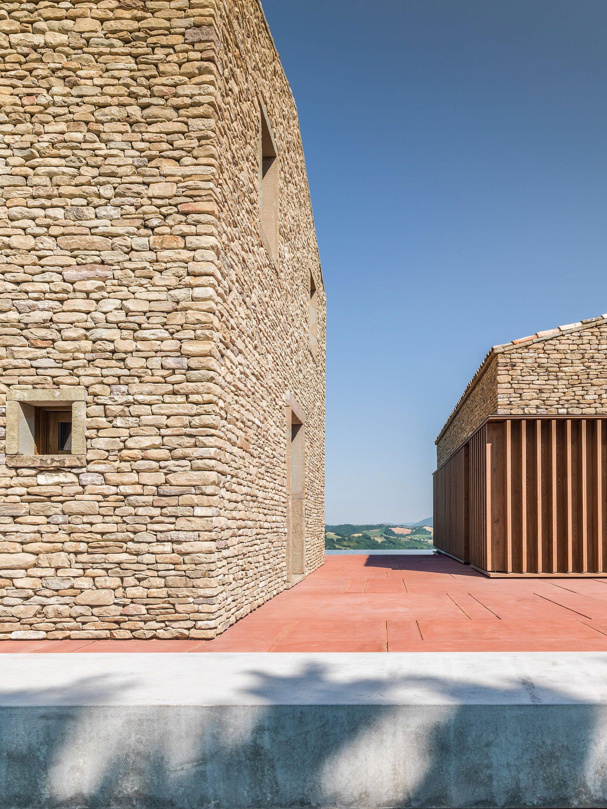 A modern italian stone house ap house by gga architects for Modern stone houses architecture