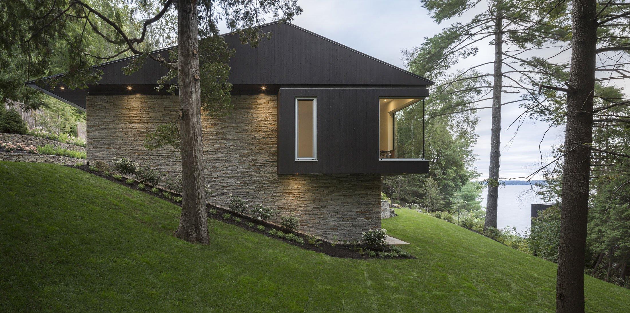 The slender house for Modern house quebec