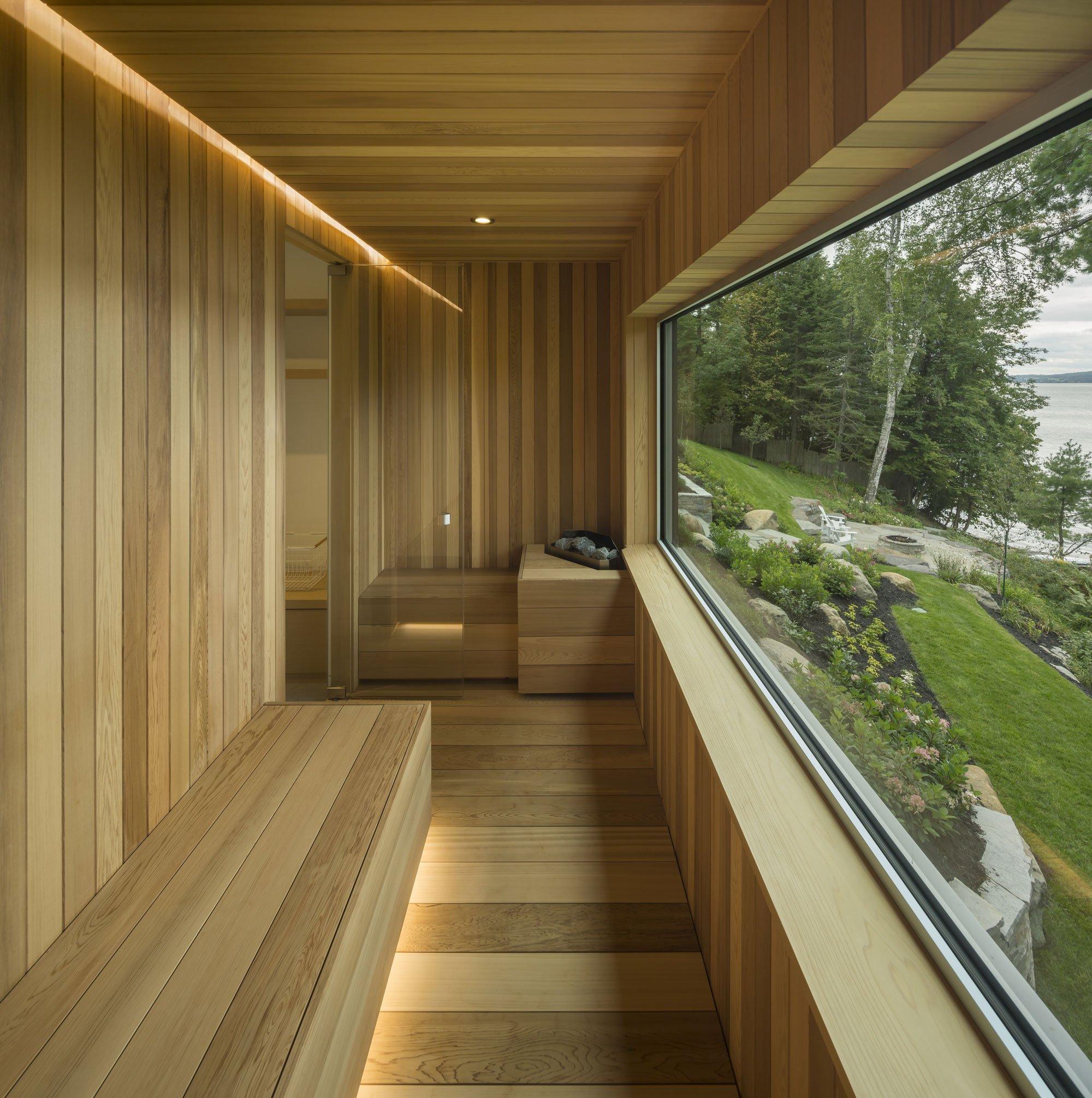 Modern Lake House Architecture: The Slender House